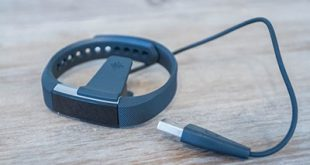 Fitbit Alta: braccialetto fitness activity tracker